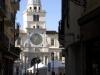 De bijzondere klokkentoren op de Piazza dei Signori