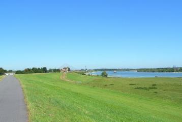 Het landschap lijkt steeds meer op de dijk bij Lopik