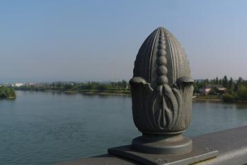 Mainz , een blik vanaf de Rijnbrug naar onze route